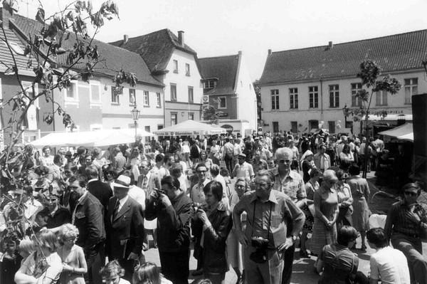 Andreasmarkt (Der Oberbürgermeister, Stadtarchiv Krefeld, Obj.Nr. 9792)